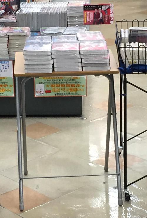書泉ブックタワー・ブックマーケット』様コミックエスカレーター横設置写真